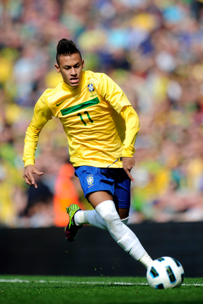 Neymar Neymar of Brazil on the ball during the International friendly match between Brazil and Scotland at Emirates Stadium on March 27, 2011 in London, England.
