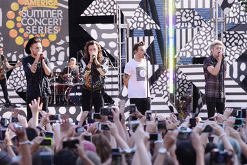 Niall Horan One Direction Performs on 'Good Morning America'