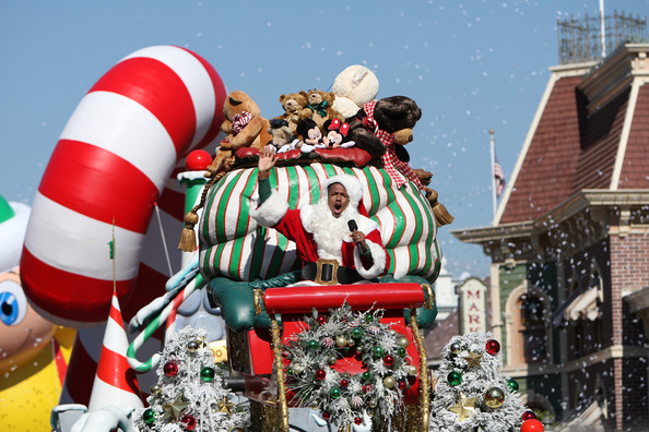 nick cannon returns to disneyland for the 2011 disney parks christmas day parade