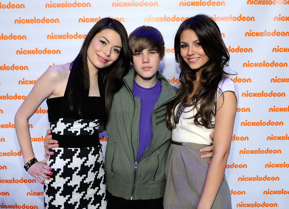Victoria Justice (L-R) Actress Miranda Cosgrove, musician Justin Bieber and actress Victoria Justice attend the Nickelodeon 2010 Upfront Presentation at Hammerstein Ballroom on March 11, 2010 in New York City.