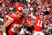 Quarterback Alex Smith #11 of the Kansas City Chiefs passes to tight end Travis Kelce #87 during the game against the Oakland Raiders at Arrowhead Stadium on December 10, 2017 in Kansas City, Missouri.