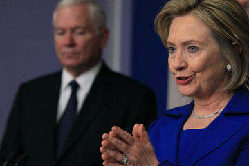 Hillary Clinton Robert Gates Obama Delivers Statement On Afghanistan-Pakistan Annual Review