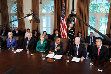 Kathleen Sebelius Arne Duncan Obama Meets With His Cabinet