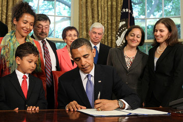 Mariane Pearl Obama Signs Freedom Of Press Act At White House