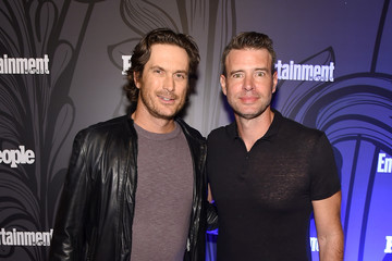 Oliver Hudson Entertainment Weekly & People New York Upfronts Party 2018 - Inside