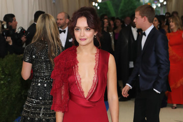 "Olivia Cooke ""Rei Kawakubo/Comme des Garcons: Art of the In-Between"" Costume Institute Gala - Arrivals"