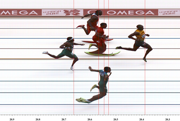 Here s more photos of usain bolt running the 200m sprint