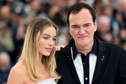"""Margot Robbie and Quentin Tarantino attend thephotocall for """"Once Upon A Time In Hollywood""""  during the 72nd annual Cannes Film Festival on May 22, 2019 in Cannes, France."""