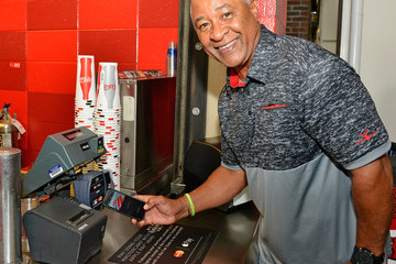 Ozzie Smith Dine Out With MasterCard and Support a Priceless Cause: Fighting Cancer