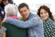 "(L-R) Director Pedro Almodovar, Antonio Banderas and Penelope Cruz attend the ""Pain And Glory (Dolor Y Gloria/ Douleur Et Glorie)"" photocall during the 72nd annual Cannes Film Festival on May 18, 2019 in Cannes, France."