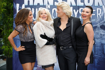Pamela Anderson 'House of Mystery' Photo Call With Hans Klok and Pamela Anderson