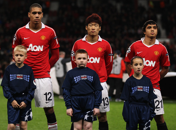 0514aa271 Park Ji-sung and Chris Smalling Photos Photos - Manchester United v ...