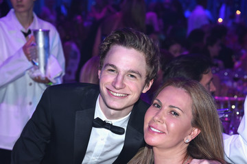 Patrick Finnegan Breast Cancer Research Foundation Hot Pink Gala Hosted By Elizabeth Hurley - Inside