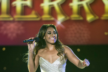 Paulini Woolworths Carols in the Domain 2015