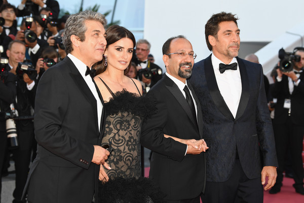 'Everybody Knows (Todos Lo Saben)' & Opening Gala Red Carpet Arrivals - The 71st Annual Cannes Film Festival [everybody knows,jewels,event,premiere,suit,red carpet,formal wear,flooring,carpet,tuxedo,white-collar worker,smile,penelope cruz,ricardo darin,asghar farhadi,javier bardemattends,screening,red carpet arrivals,atelier swarovski fine jewelry,cannes film festival]