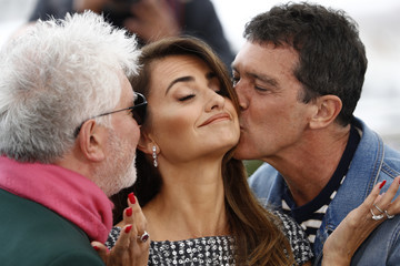 Penelope Cruz Pedro Almodovar 'Pain And Glory (Dolor Y Gloria/ Douleur Et Glorie)' Photocall - The 72nd Annual Cannes Film Festival