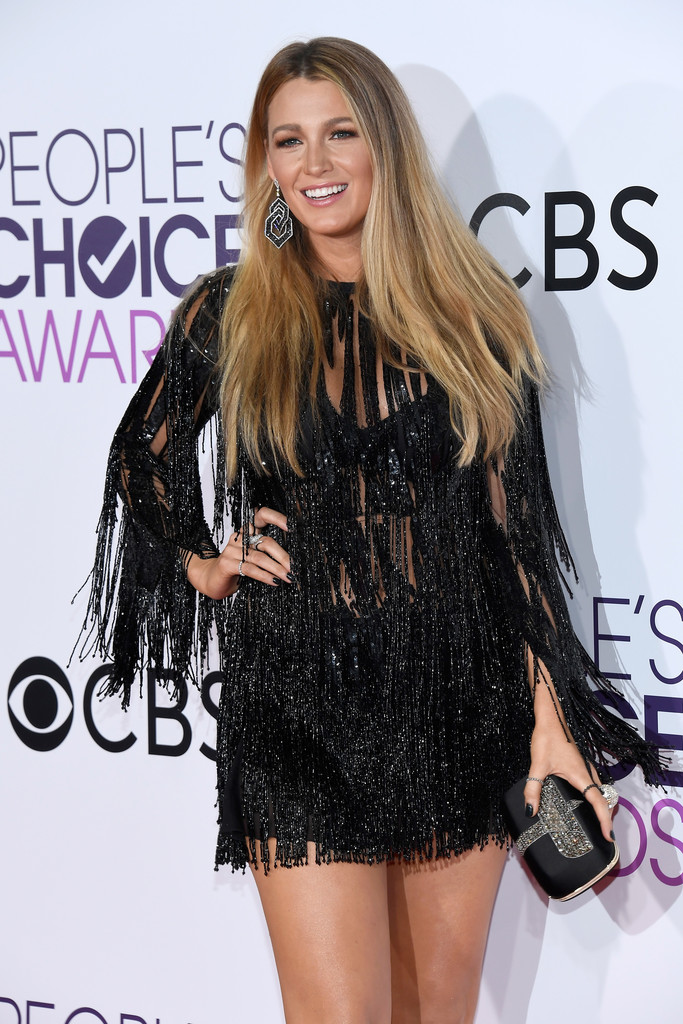 Blake Lively Brings Sister Robyn as Date to People's Choice Awards 2017