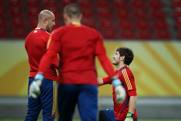 Pepe Reina Victor Valdes Spain Training - FIFA Confederations Cup Brazil 2013