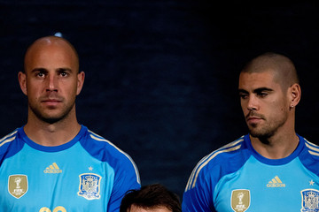 Pepe Reina Victor Valdes Spanish Football Team Outfits Presented