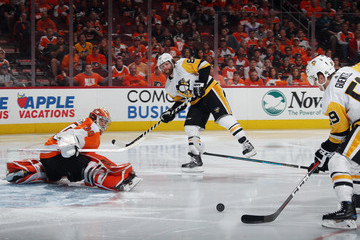 Phil Kessel Michal Neuvirth Pictures, Photos & Images - Zimbio
