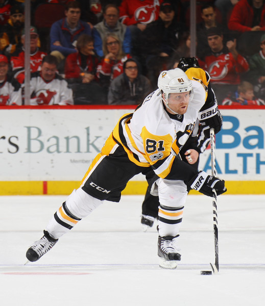 new style 0c047 73ec7 Phil Kessel Photos Photos - Pittsburgh Penguins v New Jersey ...