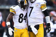Antonio Brown #84 of the Pittsburgh Steelers is congratulated by Ben Roethlisberger #7 of the Pittsburgh Steelers after scoring during the fourth quarter of the game against the Cincinnati Bengals at Paul Brown Stadium on December 7, 2014 in Cincinnati, Ohio. Pittsburgh defeated Cincinnati 42-21.