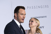 """Actors Chris Pratt (L) and Anna Faris attend the premiere of """"Passengers"""", in Westwood, California, on December 14, 2016. / AFP / VALERIE MACON"""