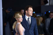 Actors Anna Faris (L) and Chris Pratt attend the premiere of Columbia Pictures' 'Passengers' at Regency Village Theatre on December 14, 2016 in Westwood, California.