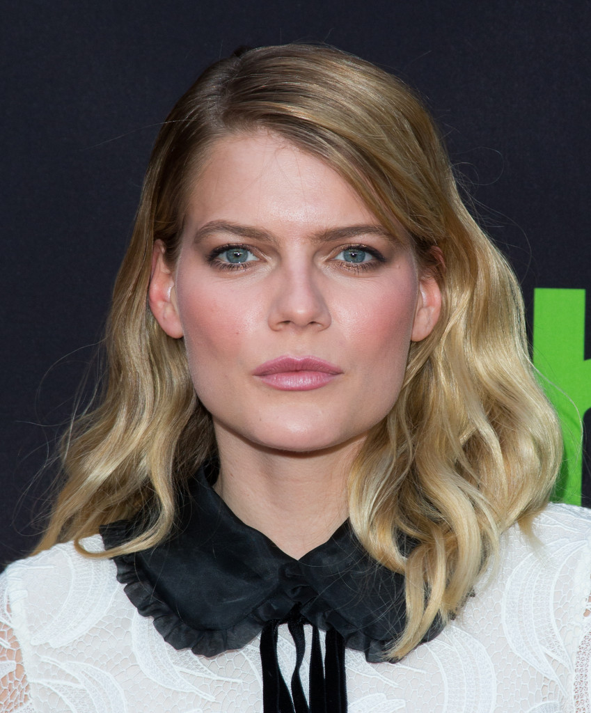Cleavage Emma Greenwell