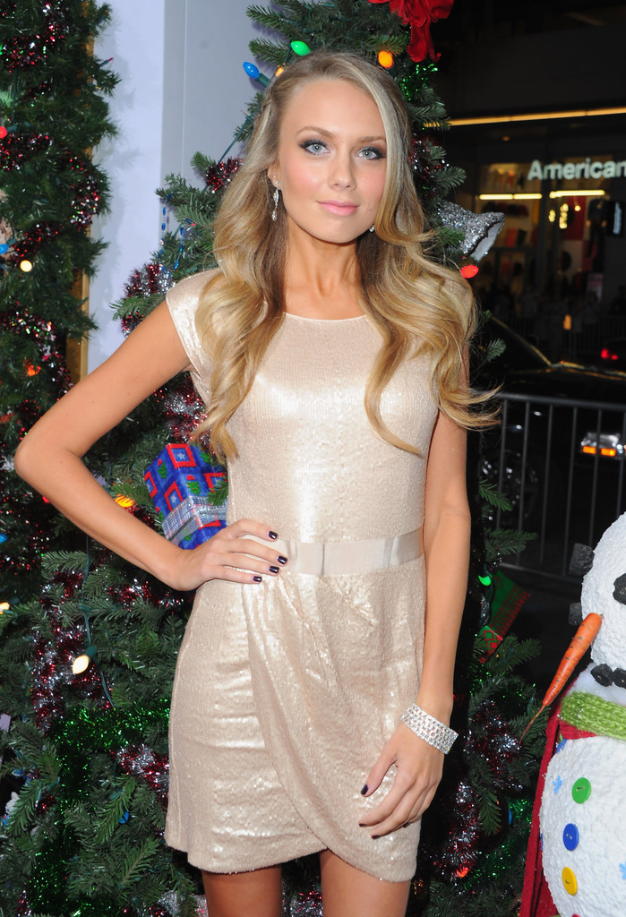Melissa ordway in harold and kumar in a very harold and kumar christmas 2011 - 4 1