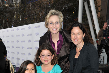 "Dr. Lara Embry Premiere Of Paramount Pictures' ""Justin Bieber: Never Say Never"" - Red Carpet"