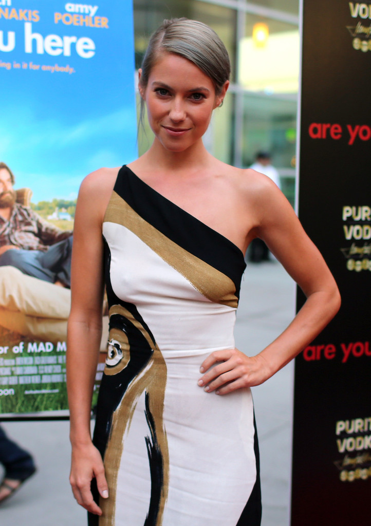 Laura Ramsey Photos Photos - Are You Here Premieres in