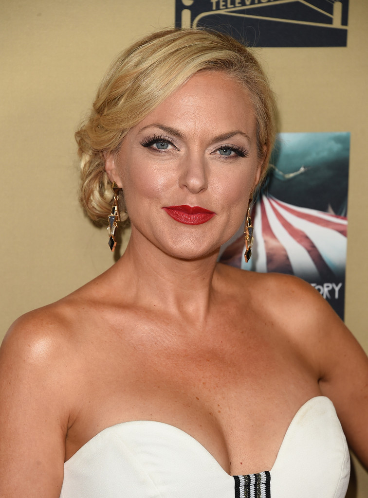 Actress Elaine Hendrix arrives at the Premiere Of FXs