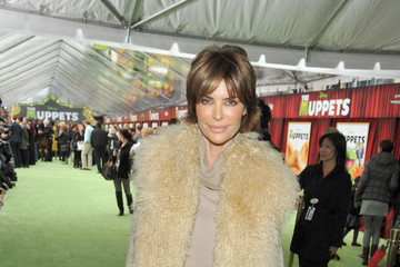"""Lisa Rinna Premiere Of Walt Disney Pictures' """"The Muppets"""" - Red Carpet"""