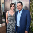 Linda Cardellini and Raymond Cruz