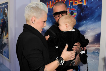 """Carey Hart Premiere Of Warner Bros. Pictures' """"Happy Feet Two"""" - Red Carpet"""