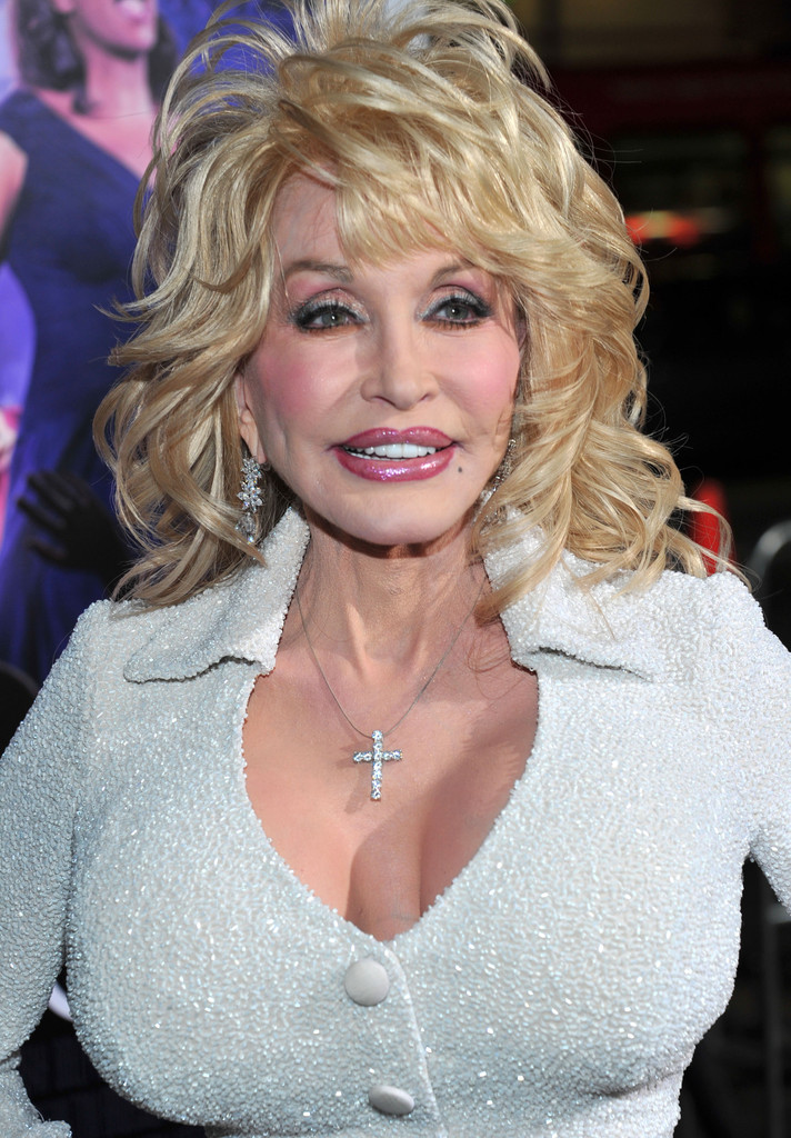 Dolly Parton Photos Photos Premiere Of Warner Bros