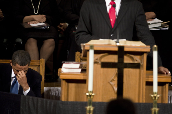 (AFP OUT) President Barack Obama (l) bows his head during a prayer at Vermont Avenue Baptist Church January 17, 2010 in Washington, DC.  President Obama spoke during a service in honor of civil rights leader Dr. Martin Luther King Jr.