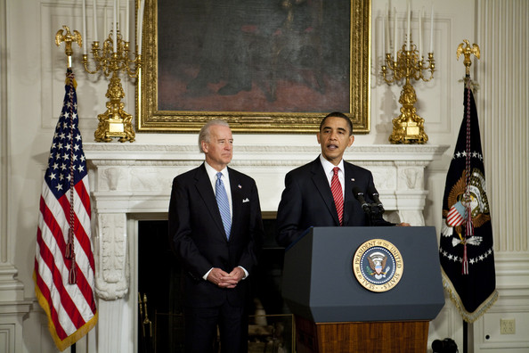 President obama speaks in the state dining room pictures for U s senate dining room