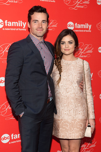 ezra and aria from pretty little liars dating in real life