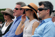 Princess Mary of Denmark (2R) and Prince Frederik of Denmark (R) with New South Wales state Premier Barry O'Farrell (2L) and his wife Rosemary (L) during the award ceremony for the Sculpture by the Sea on November 20, 2011 in Sydney, Australia. Princess Mary and Prince Frederik are on their first official visit to Australia since 2008. The Royal visit begins in Sydney, before heading to Melbourne, Canberra and Broken Hill.