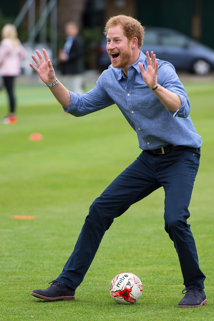 http://www1.pictures.zimbio.com/gi/Prince+Harry+Celebrates+Expansion+Coach+Core+H6NqD7LNGSmx.jpg