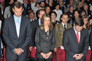 Prince Felipe of Spain (L) and Princess Letizia of Spain (C) and United States Ambassador to France and Monaco Charles H. Rivkin (R) attend a minute of silence during the launch of the 7th International congress for the Victims of terrorism at Ecole Militaire on September 15, 2011 in Paris, France.