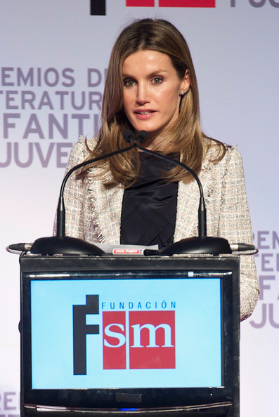cinderella hair style royaldish letizia delivers children s literature awards 2783