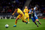 Luis Suarez of FC Barcelona and David Lopez of RCD Espanyol run for the ball during the Liga match between RCD Espanyol and FC Barcelona at RCDE Stadium on January 04, 2020 in Barcelona, Spain.