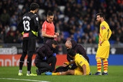 Luis Suarez of FC Barcelona receives medical treatment during the La Liga match between RCD Espanyol and FC Barcelona at RCDE Stadium on January 04, 2020 in Barcelona, Spain.