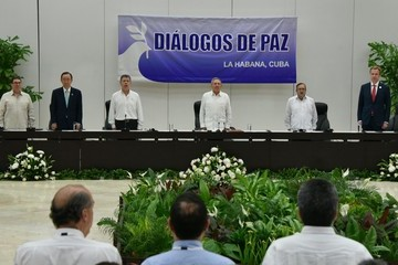 Raul Castro FARC and Government Sign Peace Agreement in Havana