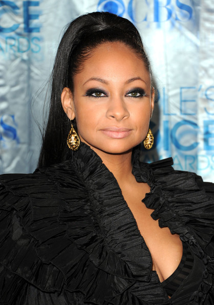 Raven-Symone Actress Raven-Symone arrives at the 2011 People's Choice Awards at Nokia Theatre L.A. Live on January 5, 2011 in Los Angeles, California.