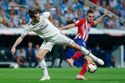 Gareth Bale (L) of Real Madrid CF competes for the ball with Koke (R) of Atletico de Madrid during the La Liga match between Real Madrid CF and  Club Atletico de Madrid at Estadio Santiago Bernabeu on September 29, 2018 in Madrid, Spain.