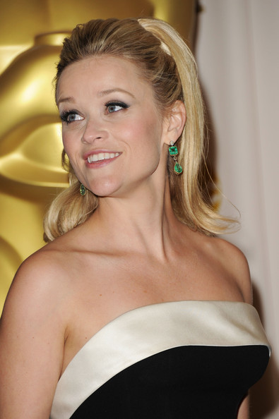 reese witherspoon hairstyles 2011. REESE WITHERSPOON 2011 HAIRCUT